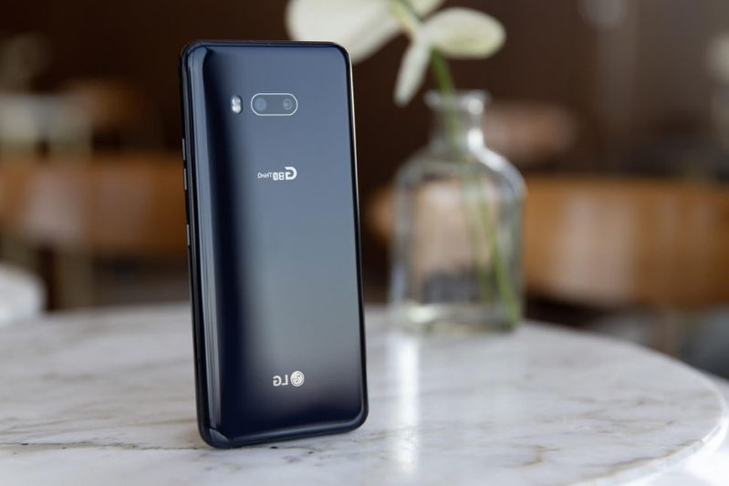 LG G8X ThinQ First Look - Design & Security